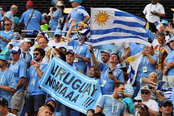 L'Uruguay remercie Suárez (mi-temps)